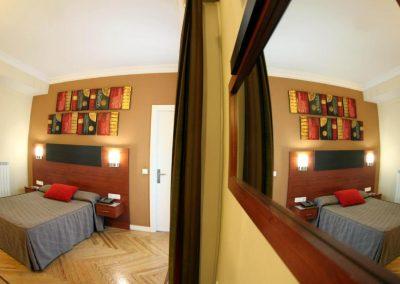 hostal-sol-square-hostales-madrid-habitacion-doble-vistas-terraza-2