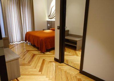 hostal-sol-square-hostales-madrid-habitacion-doble-vistas-terraza-5